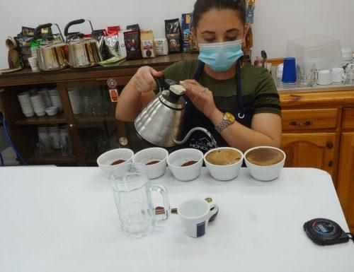 RIPARTE LA STAGIONE DEL CAFFE' IN HONDURAS: ACRA SOSTIENE IL LAVORO E LE ESPORTAZIONI DEI PICCOLI PRODUTTORI IN SICUREZZA