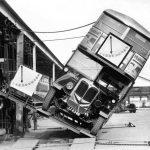 I costruttori di autobus a due piani dimostrano la loro sicurezza. 1930
