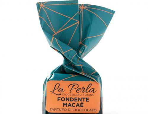 Una triade di novità firmate La Perla di Torino. Grande protagonista di stagione il nuovo Fondente Macaé, tartufo con cacao monorigine del Brasile, che conquisterà gli appassionati di cioccolato.