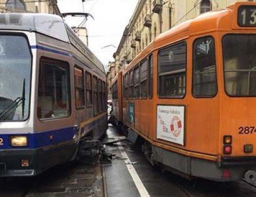 Tram deragliato in mattinata a Torino