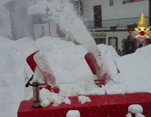 I Vigili del fuoco sull'Abetone per l'emergenza neve ( Video )